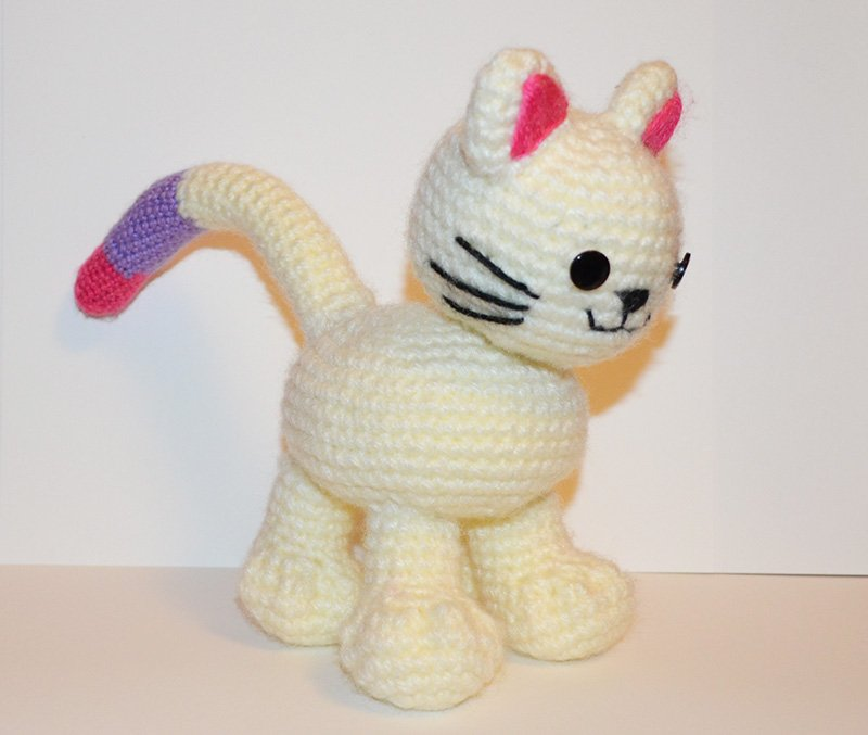 FREE Crochet Cat/Kitten Pattern with Bendable Tail by Suzy Dias ...