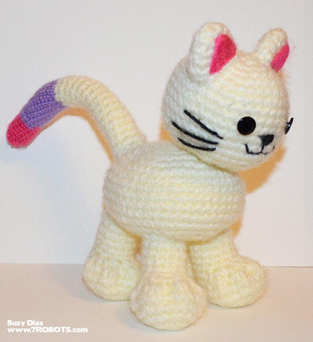 Free Pattern Crochet Kitten With Bendable Tail By Suzy Dias For 7 Robots